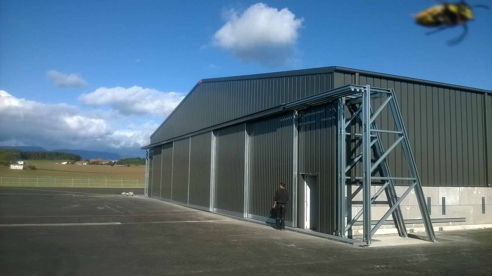 Frisomat-aircraft-hangar-SolarXplorer